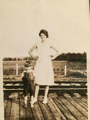 with Ruth Hope Farmer Woodstock Station 1929